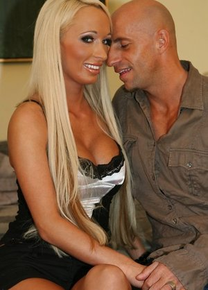 Big-boobed Platinum-blonde Wifey Tears up a..