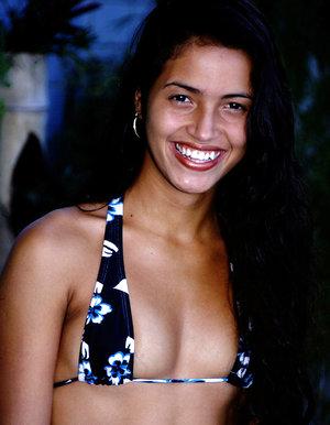 Latina Marcela gargles